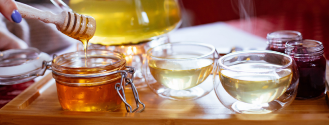 Restore your hair with honey hair mask