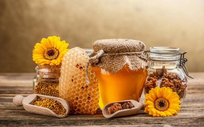 Raw Honey vs Regular Honey: Whats the Difference Between the Two?